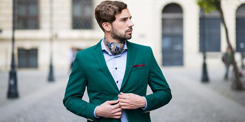 Erkeklerin Ceketlerinin Alt Düğmelerini Neden Kapatmıyorlar?