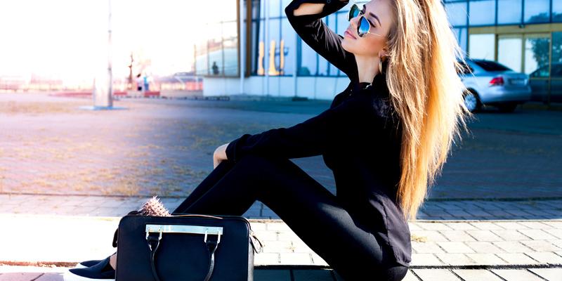 Siyah tişört pantolon