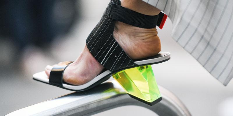 asimetrik sandalet modeli