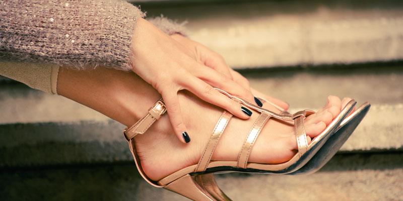 Parmak arası topuklu sandalet