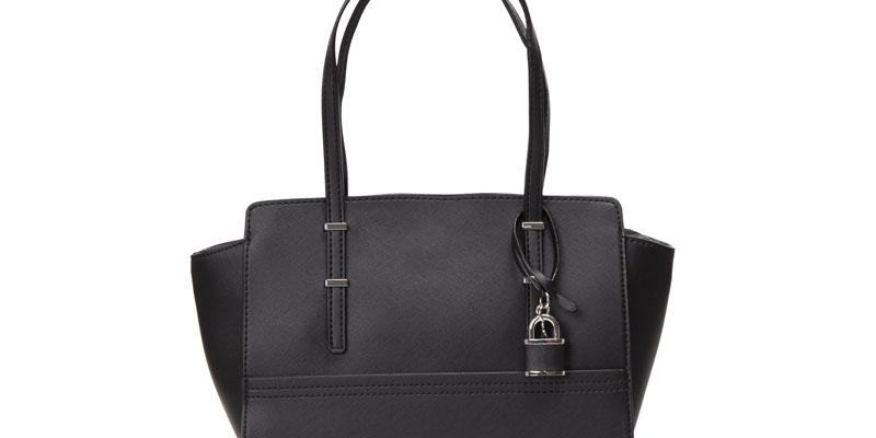 siyah kol çantası