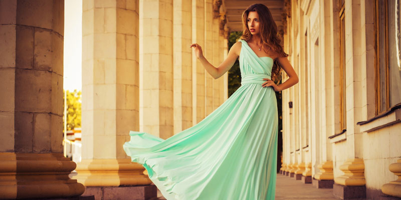 su yeşili elbise