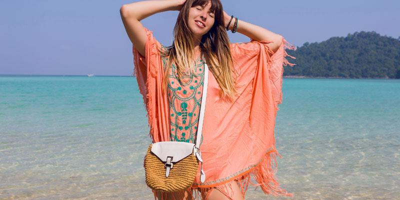 Püsküllü plaj elbisesi