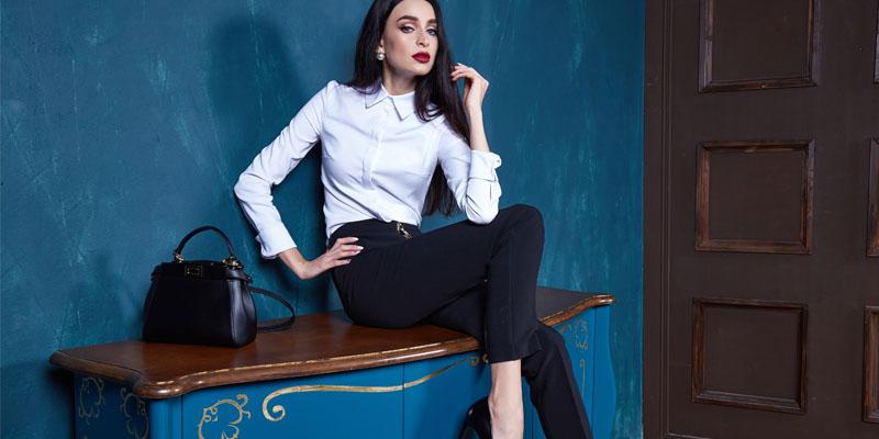 Beyaz gömlek siyah pantolon
