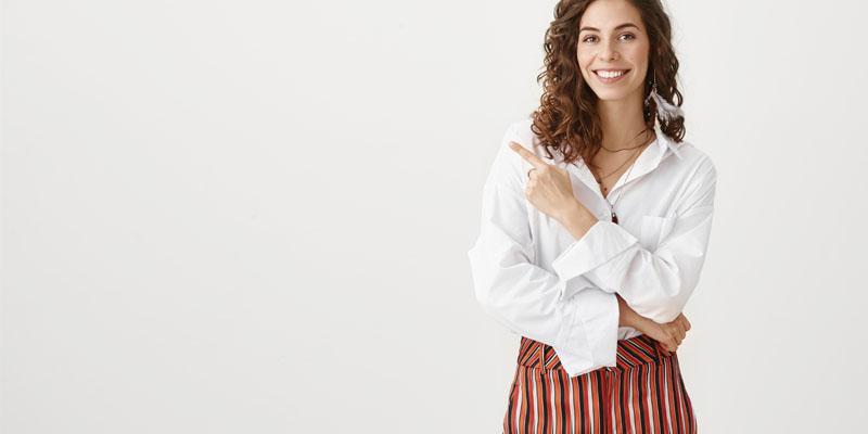 Desenli pantolon ve gömlek kombini