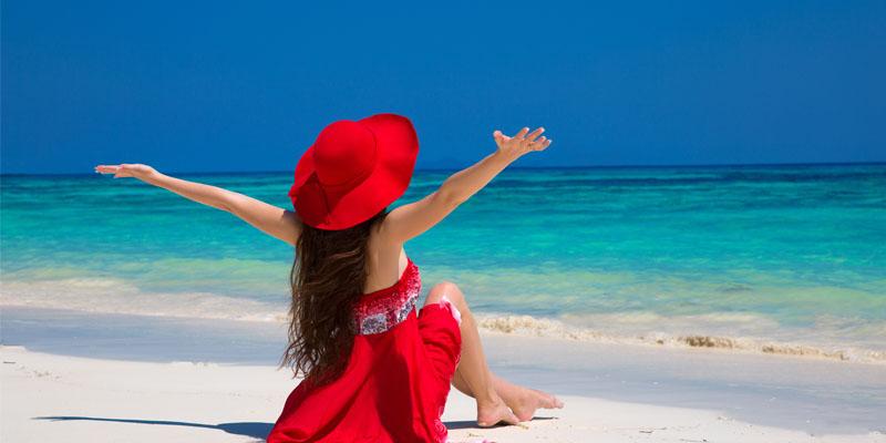Kırmızı plaj elbisesi
