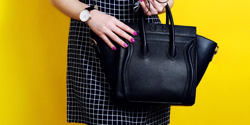 Siyah kareli elbise