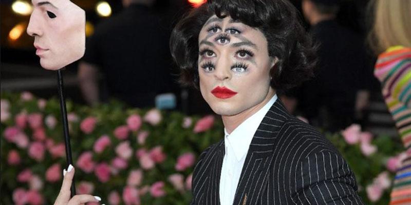 Ezra Miller gala kostümü