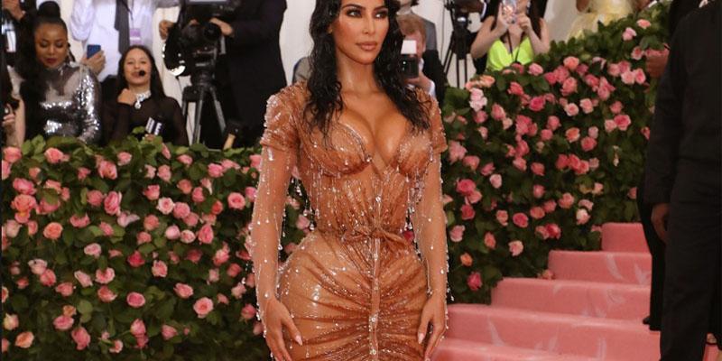 Kim Kardashian gala kostümü