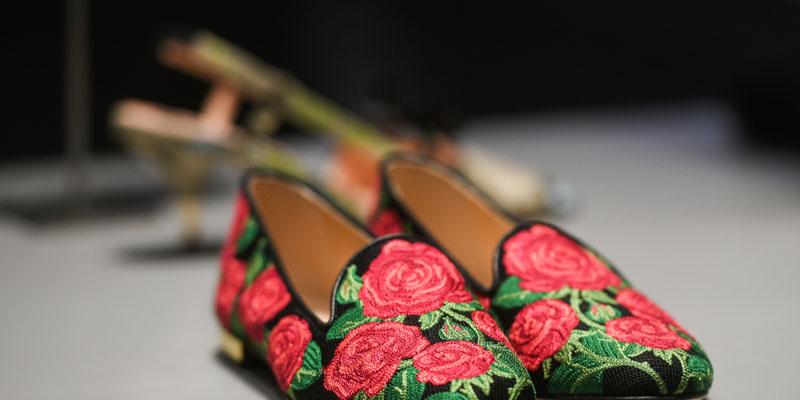Nakış desenli ayakkabı
