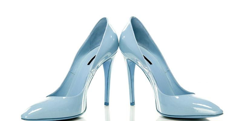 Buz mavisi ayakkabı