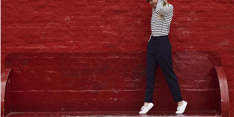 kumaş pantolon spor ayakkabı kombini