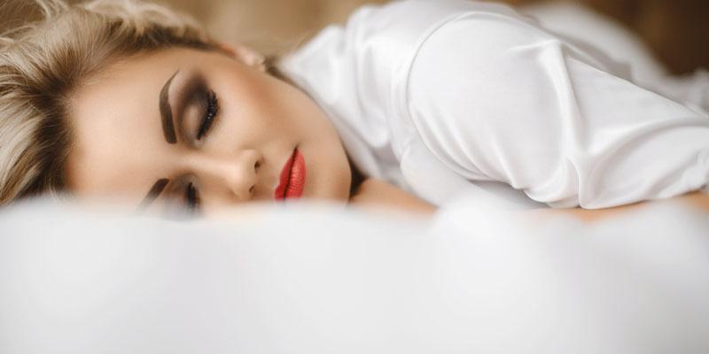 Makyajlı uyumak
