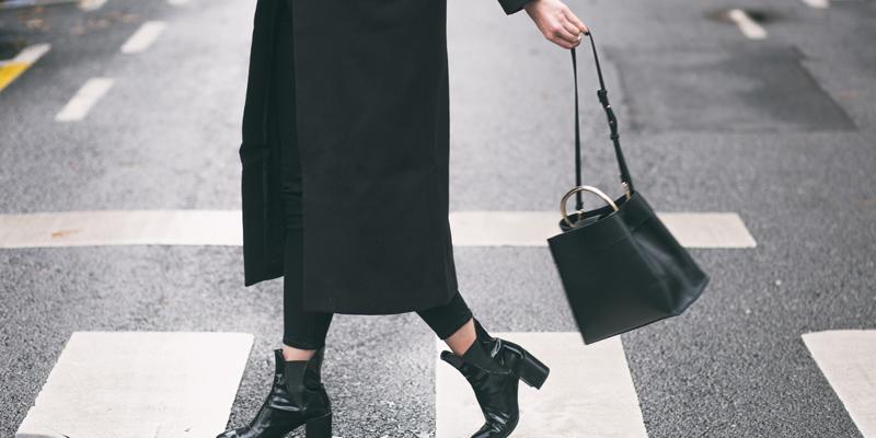 Siyah çanta kombini